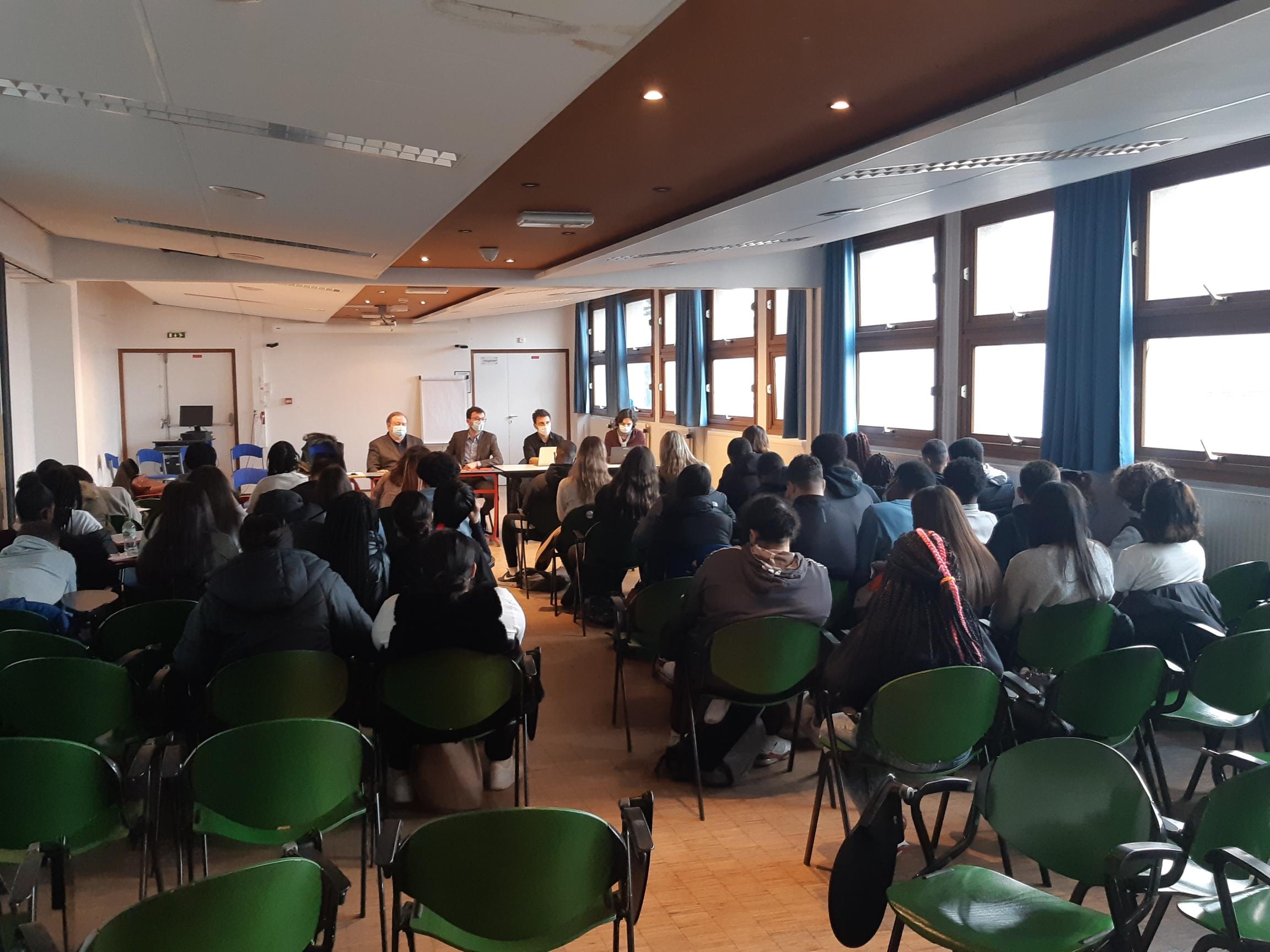 Le cabinet Lysias Partners forme des defenders du droit parmi les élèves du Lycée Bergson